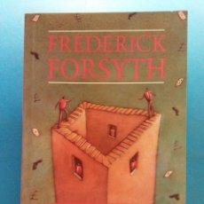 Libros de segunda mano: NO COMEBACKS. FREDERICK FORSYTH. HEINEMANN GUIDED READERS. Lote 177092105