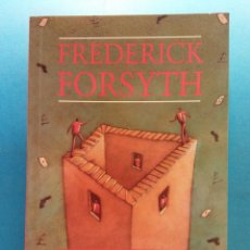 Libros de segunda mano: NO COMEBACKS. FREDERICK FORSYTH. HEINEMANN GUIDED READERS. Lote 177092165
