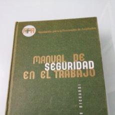 Libros de segunda mano: MANUAL DE SEGURIDAD EN EL TRABAJO. RICCARDO RICARDO. BILBAO, 2963.ED. DEUSTO. Lote 179080556