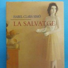 Libros de segunda mano: LA SALVATGE. ISABEL - CLARA SIMÓ. EDITORIAL COLUMNA. Lote 179159645
