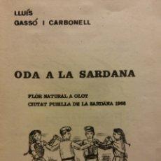 Libros de segunda mano: ODA A LA SARDANA. LLUÍS GASSÓ I CARBONELL.FLOR NATURAL A OLOT CIUTAT PUBILLA DE LA SARDANA 1968. Lote 181328123