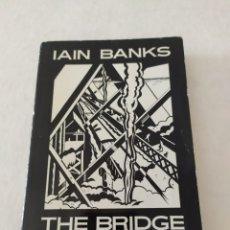Libros de segunda mano: THE BRIDGE IAN BANKS EDICION 1992 LIBRO EN INGLÉS. Lote 181921623