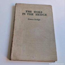 Libros de segunda mano: 1948 THE HOLE IN THE HEDGE - EL AGUJERO EN EL COBERTURA - 16.5 X 25.CM. Lote 194520681