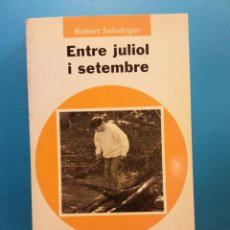 Libros de segunda mano: ENTRE JULIOL I SETEMBRE. ROBERT SALADRIGAS. EDITORIAL COLUMNA. Lote 194653906