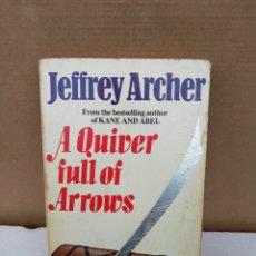 Libros de segunda mano: A QUIVER FULL OF ARROWS. JEFFREY ARCHER. Lote 195218910