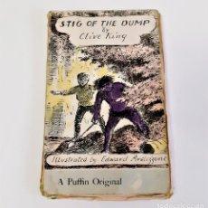 Libros de segunda mano: 1969 STIG OF THE DUMP (UN LIBRO DE FRAILECILLOS), REY, CLIVE - 11 X 18.CM. Lote 197055982