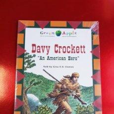 Libros de segunda mano: LIBRO/LIBRETO+CD-DAVY CROCKETT-EN INGLÉS-VICENS VIVES-BLACK CAT-GREEN APPLE-PRECINTADO-VER FOTOS.. Lote 211439237