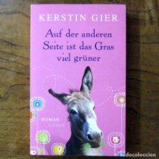 Libros de segunda mano: KERSTIN GIER - AUF DER ANDEREN , SEITE IST DAS GRAS VIEL GRUNER - 2011 - EN ALEMÁN - LIT. JUVENIL. Lote 217538112