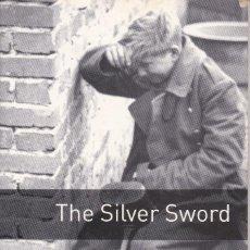Libros de segunda mano: THE SILVER SWORD (OBL 4: OXFORD BOOKWORMS LIBRARY) DE IAN SERRAILLIER. Lote 218505526