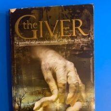 Libros de segunda mano: LIBRO EN INGLÉS. THE GIVER. LOIS LOWRY. 1999. Lote 220539635