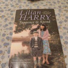 Libros de segunda mano: TUPPENCE TO SPEND (LILIAN HARRY). Lote 221454398