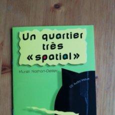 Libros de segunda mano: UN QUARTIER TRES SPATIAL (SIN CD). Lote 224171511