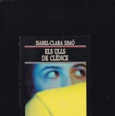 Libros de segunda mano: ISABEL-CLARA SIMÓ - ELS ULLS DE CLÍDICE - EDICIONS 62 1990 / 1ª EDICIÓ - DEDICADO AUTOR. Lote 254875790