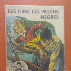 Libros de segunda mano: ELS CINC LES PASSEN NEGRES. ENID BLYTON. EDITORIAL JUVENTUD. Lote 269066888