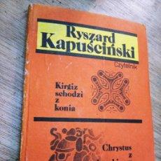 Libros de segunda mano: RYSZARD KAPUSCINSKI: KIRGIZ SCHODZI Z KONIA. CHRYSTUS Z KARABINEM NA RAMIENIU. Lote 269727293