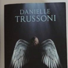 Libros de segunda mano: TRUSSONI ANGELOLOGY INGLÉS ENGLISH ANGELS ÁNGELES FANTASY. Lote 270227793