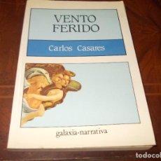 Livros em segunda mão: VENTO FERIDO, CARLOS CASARES. GALAXIA NARRATIVA 6ª ED. 1.98, ILUSTRACIÓNS XULIO MASIDE, EN GALLEGO. Lote 286422548