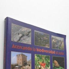 Libros de segunda mano: ACERCANDO LA BIODIVERSIDAD AL AULA - SÁNCHEZ BELLÓN, GENARO. Lote 149345640