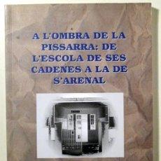 Libros de segunda mano: AULÍ, ANTONI - CARBONELL, JOAN - A L'OMBRA DE LA PISSARRA: DE L'ESCOLA DE SES CADENES A LA DE S'AREN. Lote 156795138