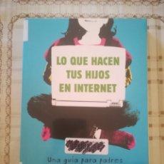 Libros de segunda mano: LO QUE HACEN TUS HIJOS EN INTERNET. UNA GUÍA PARA PADRES - LEONARDO CERVERA. Lote 179180018