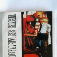 Libros de segunda mano: LA FOTOGRAFÍA EN EL CUARTO OSCURO MÉTODO DE PERFECCIONAMIENTO. Lote 180868625