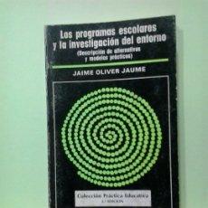 Libros de segunda mano: LMV - LOS PROGRAMAS ESCOLARES Y LA INVESTIGACIÓN DEL ENTORNO. JAIME OLIVER JAUME. Lote 183273643
