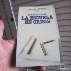 Libros de segunda mano: LA ESCUELA EN CRISIS - BRUGUERA 1977. Lote 197641836