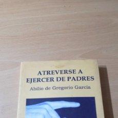 Libros de segunda mano: ATREVERSE A EJERCER DE PADRES - ABILIO DE GREGORIO GARCIA - CON ACTIVIDADES TXT71-72AB. Lote 226127891