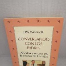 Libros de segunda mano: CONVERSANDO CON LOS PADRES: ACIERTOS Y ERRORES EN LA CRIANZA DE LOS HIJOS (PRIMERA EDICIÓN). Lote 218267461