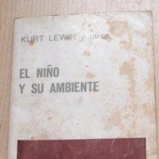 Libros de segunda mano: EL NIÑO Y SU AMBIENTE. - KURT LEWIN Y OTROS. PAIDÓS. 1965 BUENOS AIRES. IN 8 RÚSTICA EDITORIAL. 18X1. Lote 221534386