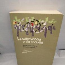 Libros de segunda mano: LA CONVIVENCIA EN LA ESCUELA (PRIMERA EDICIÓN). Lote 228279810