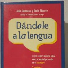 Libros de segunda mano: DÁNDOLE A LA LENGUA. 2003 - JULIO SOMOANO Y DAVID ÁLVAREZ, - ENCUADERNACIÓN DE TAPA DURA. Lote 232713335