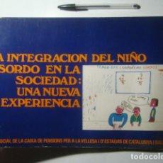 Libros de segunda mano: LA INTEGRACIÓN DEL NIÑO SORDO EN LA SOCIEDAD: UNA NUEVA EXPERIENCIA (OBRA SOCIAL LA CAIXA, 1977).. Lote 236491320
