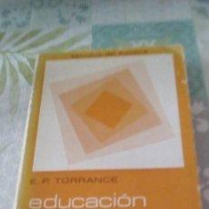 Libros de segunda mano: EDUCACIÓN Y CAPACIDAD CREATIVA POR E. PAUL TORRANCE DE ED. MAROVA EN MADRID 1977. Lote 245353210