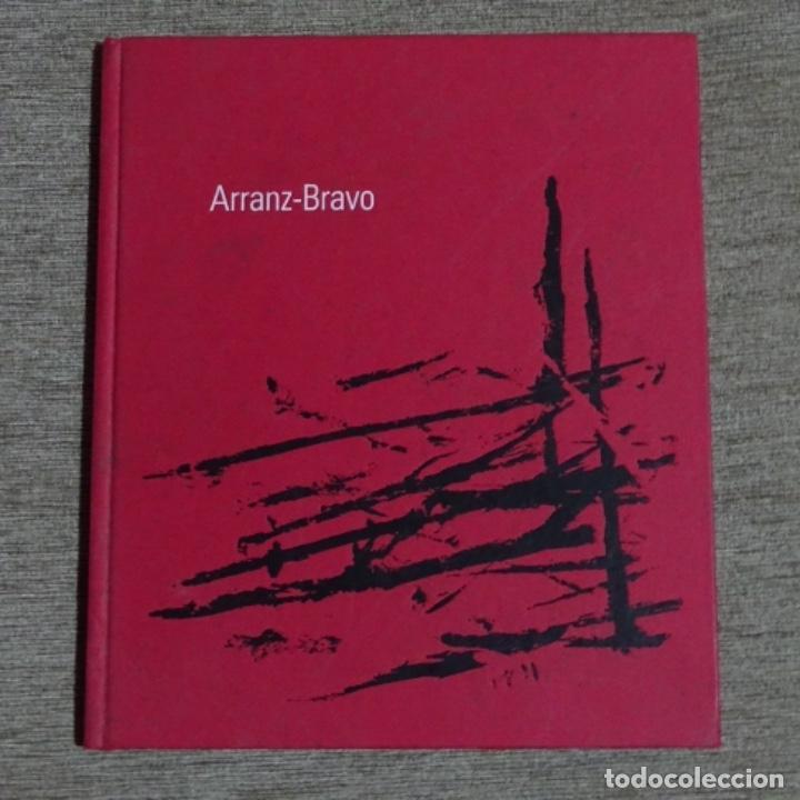 LIBRO E INVITACIÓN DE ARRANZ-BRAVO.2002.GALERIA TRAMA. (Libros de Segunda Mano - Bellas artes, ocio y coleccionismo - Pintura)