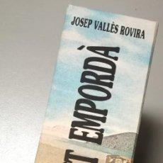 Libros de segunda mano: NUMULITE E0064 DALÍ DELIT EMPORDÀ JOSEP VALLÈS ROVIRA CAPSA CAJA ESTUCHE BUEN ESTADO. Lote 167073268