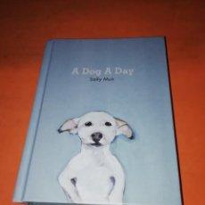 Libros de segunda mano: A DOG A DAY. UN PERRO CADA DIA. SALLY MUIR. LIBRO DE ILUSTRACIONES. EN INGLES. PAVILION 2017. Lote 203134937