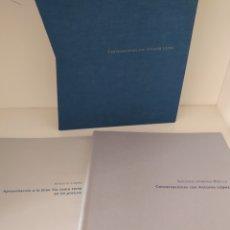 Libros de segunda mano: CONVERSACIONES CON ANTONIO LÓPEZ. CARPETA CON 2 VOLÚMENES.. Lote 210765721