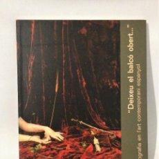 Libros de segunda mano: DEIXEU EL BALCÓ OBERT... LA FOTOGRAFÍA EN L' ART CONTEMPORÀNI ESPANYOL. BARCELONA 1992.. Lote 120468999