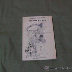 Libros de segunda mano: JOSE MARIA QUIROGA PLA, MORIR AL DIA. EDITORIAL MOLINOS DE AGUA 1980. Lote 38228267
