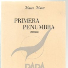 Libros de segunda mano: PRIMERA PENUMBRA. MAURO MUÑIZ. EDIT. RARA AVIS. MADRID.1986. 97 PAGS. 21,5X15 CMS.. Lote 54140733
