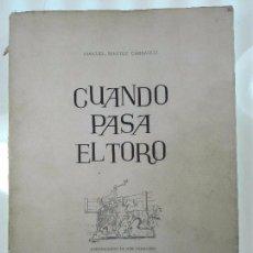 Libros de segunda mano: CUANDO PASA EL TORO - MANUEL BENITEZ CARRASCO - DECICADO Y FIRMADO - 25 X 17 CM. - 112 PP.-. Lote 57272669