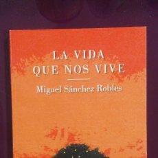 Libros de segunda mano: LA VIDA QUE NOS VIVE - MIGUEL SÁNCHEZ ROBLES. Lote 103779607