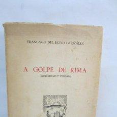 Libros de segunda mano: A GOLPE DE RIMA. FRANCISCO DEL HOYO GONZALEZ. SELECCION POETICA. 1971. VER FOTOGRAFIAS ADJUNTAS. Lote 134198002