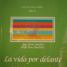 Libros de segunda mano: LA VIDA POR DELANTE ANTOLOGIA POETAS ANDALUCES ANA ALVEA SANCHEZ JORGE DIAZ MARTINEZ HUIDA 2012. Lote 144622730