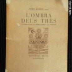 Libros de segunda mano: L'OMBRA DELS TRES. PERE RIBOT. EDITORIAL ESTEL 1950. DEDICADO POR AUTOR.. Lote 148988994