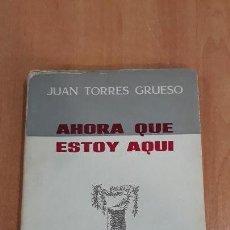 Libros de segunda mano: AHORA QUE ESTOY AQUÍ. JUAN TORRES GRUESO. EDICIONES RUIDERA 1965. DEDICADO POR EL AUTOR. Lote 155136966
