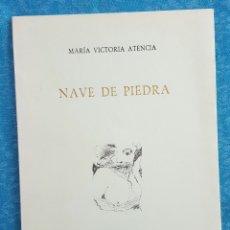 Libros de segunda mano: MARIA VICTORIA ATENCIA.NAVE DE PIEDRA.ED.200 EJEMPLARES. Lote 171466758