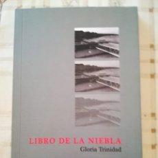Libros de segunda mano: LIBRO DE LA NIEBLA - GLORIA TRINIDAD - POESÍA. Lote 176072347