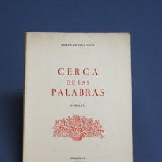 Libros de segunda mano: CERCA DE LAS PALABRAS - CONCEPCIÓN COLL HEVIA - DEDICADO - MALLORCA 1990 . Lote 182893547